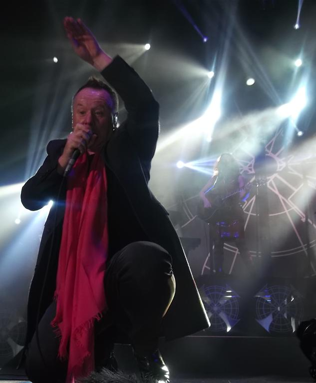 Jim Kerr et catherine AD ©Electrypop all rights reserved